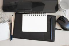 Σημειωματάριο για τις σημειώσεις που βρίσκονται στο γραφείο Στοκ φωτογραφίες με δικαίωμα ελεύθερης χρήσης