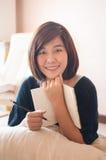 Σημειωματάριο εκμετάλλευσης γυναικών με το μολύβι Στοκ φωτογραφία με δικαίωμα ελεύθερης χρήσης