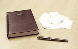 Σημειωματάριο, επαγγελματικές κάρτες και μάνδρα γραφείων δέρματος Στοκ Εικόνα