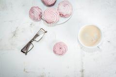 Σημειωματάριο, κέικ και καφές, ρομαντικοί Στοκ φωτογραφίες με δικαίωμα ελεύθερης χρήσης