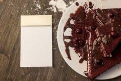 Σημειωματάριο, κέικ των βακκίνιων, καυτή σοκολάτα στο κέικ, που κονιοποιείται sug Στοκ Εικόνα