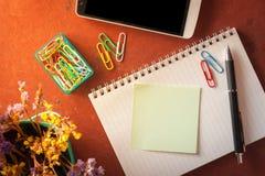 Σημειωματάριο και κολλώδες έγγραφο Στοκ Εικόνα