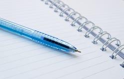 Σημειωματάριο και μάνδρα Στοκ Φωτογραφία