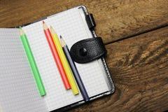 Σημειωματάριο και μολύβια Στοκ Εικόνες