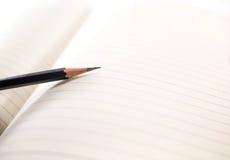 Σημειωματάριο και μολύβι Στοκ φωτογραφίες με δικαίωμα ελεύθερης χρήσης
