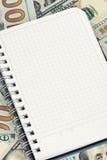Σημειωματάριο και δολάρια με το διάστημα αντιγράφων Στοκ Εικόνα