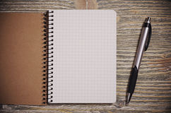 Σημειωματάριο και πέννα Στοκ εικόνες με δικαίωμα ελεύθερης χρήσης