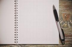 Σημειωματάριο και πέννα Στοκ εικόνα με δικαίωμα ελεύθερης χρήσης