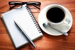Σημειωματάριο και calculato κενών σελίδων Στοκ φωτογραφία με δικαίωμα ελεύθερης χρήσης