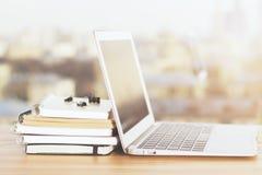 Σημειωματάριο και copybooks πλευρά Στοκ φωτογραφία με δικαίωμα ελεύθερης χρήσης
