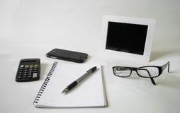 Σημειωματάριο, μάνδρα, γυαλιά και πλαίσιο Στοκ Εικόνες