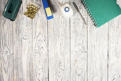 Σημειωματάριο, μάνδρα και άλλες προμήθειες στοκ εικόνα με δικαίωμα ελεύθερης χρήσης