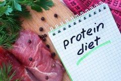 Σημειωματάριο με την πρωτεϊνική διατροφή στοκ φωτογραφία