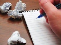 Σημειωματάριο με το τσαλακωμένο έγγραφο Στοκ εικόνες με δικαίωμα ελεύθερης χρήσης