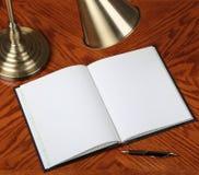 σημειωματάριο που ανοίγ&om Στοκ εικόνα με δικαίωμα ελεύθερης χρήσης