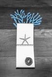 Σημειωματάριο σε γραπτό με τα ψάρια και την πυξίδα αστεριών Στοκ Εικόνες