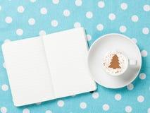 σημειωματάριο φλυτζανιών καφέ Στοκ φωτογραφίες με δικαίωμα ελεύθερης χρήσης