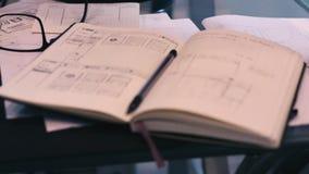 Σημειωματάριο sketchbook που σκιαγραφεί φιλμ μικρού μήκους