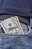 Σημειώσεις αμερικανικών δολαρίων στην μπροστινή τσέπη Στοκ εικόνες με δικαίωμα ελεύθερης χρήσης