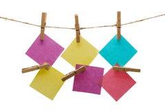 Σημειώσεις για ένα σχοινί με το clothespin Στοκ εικόνα με δικαίωμα ελεύθερης χρήσης