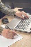 Σημειώσεις γραψίματος προγραμματιστών για χαρτί Στοκ εικόνες με δικαίωμα ελεύθερης χρήσης