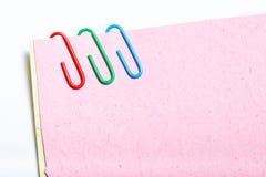 σημειώσεις συνδετήρων π&omi Στοκ εικόνες με δικαίωμα ελεύθερης χρήσης