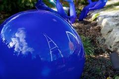 ΣΙΑΤΛ, ΟΥΑΣΙΓΚΤΟΝ, ΗΠΑ - 23 Ιανουαρίου 2017: Ζωηρόχρωμη τέχνη έξω από το θερμοκήπιο γυαλιού στον κήπο και το γυαλί Chihuly Στοκ Φωτογραφίες