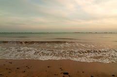 Σιγκαπούρη, η παραλία και ο ωκεανός στο ηλιοβασίλεμα καλλιτεχνικά λεπτομερή οριζόντια μεταλλικά Παρίσι πλαισίων του Άιφελ πρότυπα Στοκ φωτογραφία με δικαίωμα ελεύθερης χρήσης