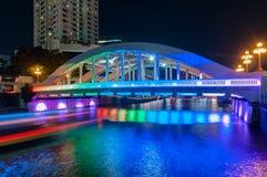 16.2016 Σιγκαπούρη-Ιουνίου: Γέφυρα Elgin τη νύχτα με το φωτισμό Στοκ εικόνες με δικαίωμα ελεύθερης χρήσης
