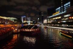 ΣΙΓΚΑΠΟΎΡΗ - 7 ΟΚΤΩΒΡΊΟΥ 2017: νύχτα scape και άποψη οδών στην αποβάθρα clarke στη Σιγκαπούρη Στοκ φωτογραφία με δικαίωμα ελεύθερης χρήσης