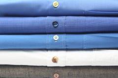 Σιδερωμένο πουκάμισο στους ξηρούς καθαριστές Στοκ Φωτογραφίες