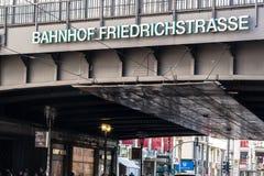 Σιδηροδρομικός σταθμός Bahnhof Friedrichstrasse στο Βερολίνο, Γερμανία Στοκ Φωτογραφίες
