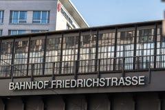 Σιδηροδρομικός σταθμός Bahnhof Friedrichstrasse στο Βερολίνο, Γερμανία Στοκ εικόνα με δικαίωμα ελεύθερης χρήσης