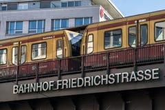 Σιδηροδρομικός σταθμός Bahnhof Friedrichstrasse στο Βερολίνο, Γερμανία Στοκ φωτογραφία με δικαίωμα ελεύθερης χρήσης