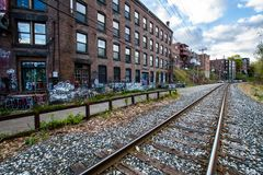 Σιδηρόδρομοι σε Brattleboro, Βερμόντ που καλύπτεται στο βανδαλισμό στοκ εικόνες