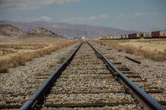 Σιδηρόδρομοι στην έρημο της Καλιφόρνιας στοκ εικόνα