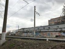 Σιδηρόδρομος, βιομηχανική ζώνη, ερήμωση, γκράφιτι μη-κερδοφόρα περιοχή της πόλης στοκ φωτογραφία με δικαίωμα ελεύθερης χρήσης