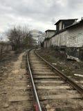 Σιδηρόδρομος, βιομηχανική ζώνη, ερήμωση, γκράφιτι μη-κερδοφόρα περιοχή της πόλης στοκ φωτογραφίες με δικαίωμα ελεύθερης χρήσης