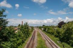 Σιδηρόδρομος μέσω της δανικής πόλης Lundby Στοκ εικόνες με δικαίωμα ελεύθερης χρήσης