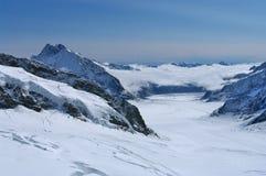 Σιδηρόδρομος Jungfrau, ελβετικά όρη στοκ εικόνα