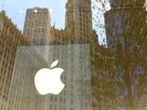 Σικάγο, ΗΠΑ - 6 Ιουνίου 2018: Λογότυπο της Apple στο κατάστημα της Apple στο Μ Στοκ Φωτογραφίες