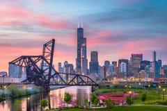 Σικάγο, Ιλλινόις, ΑΜΕΡΙΚΑΝΙΚΟ πάρκο και ορίζοντας στοκ φωτογραφίες