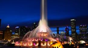 Σικάγο, Ιλλινόις - ΗΠΑ - 2 Ιουλίου 2016: Άποψη νύχτας της πηγής Buckingham στο Σικάγο στοκ φωτογραφία με δικαίωμα ελεύθερης χρήσης