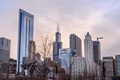 Σικάγο που πυροβολείται στο κέντρο της πόλης από το πάρκο επιχορήγησης στοκ φωτογραφία με δικαίωμα ελεύθερης χρήσης