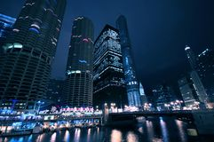 Σικάγο τή νύχτα στοκ εικόνες με δικαίωμα ελεύθερης χρήσης