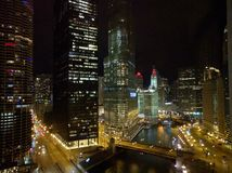 Σικάγο τη νύχτα, ανυψωμένη άποψη Στοκ Φωτογραφίες