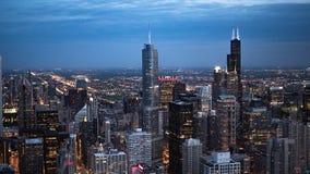 Σικάγο το βράδυ - εναέρια άποψη - φωτογραφία οδών στοκ φωτογραφία με δικαίωμα ελεύθερης χρήσης