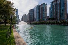Σικάγο, IL Ηνωμένες Πολιτείες - Augustl 09, 2017: Θερινά kayakers Στοκ εικόνα με δικαίωμα ελεύθερης χρήσης
