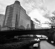 Σικάγο Strolling σε γραπτό στοκ εικόνα με δικαίωμα ελεύθερης χρήσης
