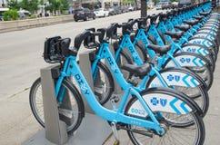 ΣΙΚΑΓΟ, IL 11 ΙΟΥΝΊΟΥ 2015: Ποδήλατα Divvy στο Σικάγο Στοκ Εικόνες
